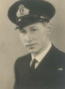 Harry Dooyewaard in naval uniform