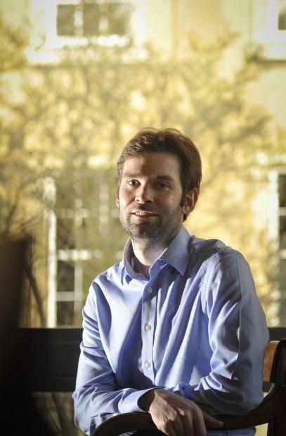 Dr Michael  Crisp